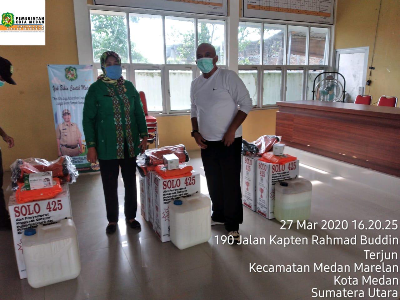 Penyerahan  bantuan logistik alat penyemprot desinfektan di Aula Kantor Camat Medan Marelan